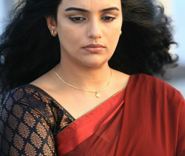 Shweta Menon Hot Stills And Navel Show Sab Hot Actresses