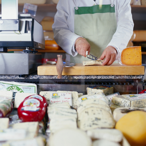 economie-marche-fromager-main-10094821