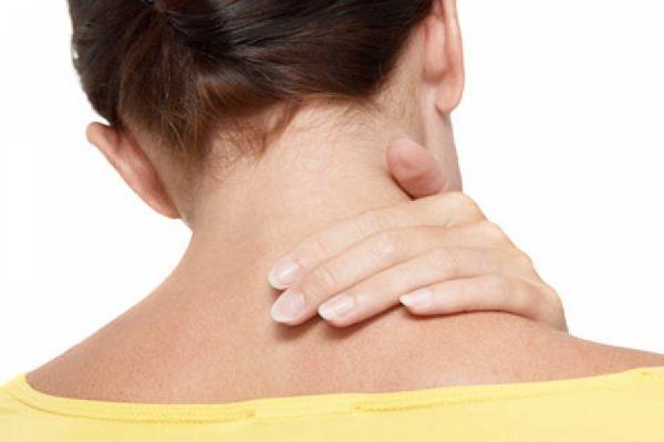 7 rem des naturels pour soulager les douleurs au cou. Black Bedroom Furniture Sets. Home Design Ideas
