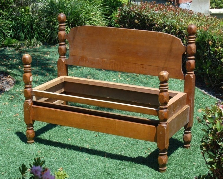 comment recycler et transformer un lit en banc. Black Bedroom Furniture Sets. Home Design Ideas