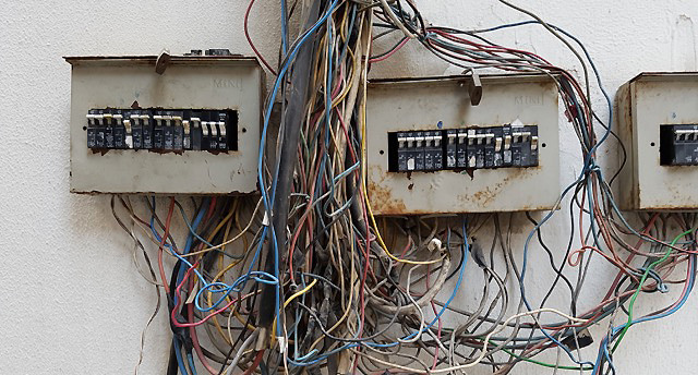How To Change Electrical Breaker And Not Get Electrocuted Shtf
