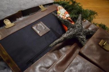 Perfekte Kombi: Weihnachtsmann & Aktentasche