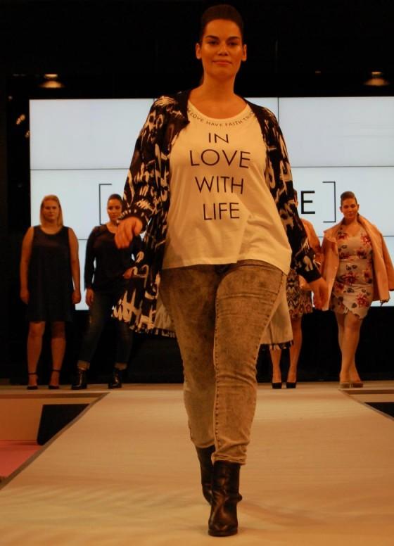 In love with life - Runway Plussize-Label JUNA ROSE - Bild: PlusPerfekt.de