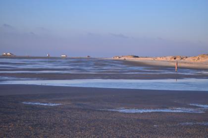 Nachmittagssonne am winterlichen Strand - Bild: PlusPerfekt.de