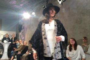 Beidseitig tragbar I Poncho für Curvys von Modedesigner Guido Maria Kretschmer I PlusPerfekt.de