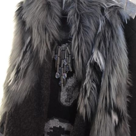 Flauschige Jacke aus Fellimitat von OW by Olivier Wartowski I PlusPerfekt.de