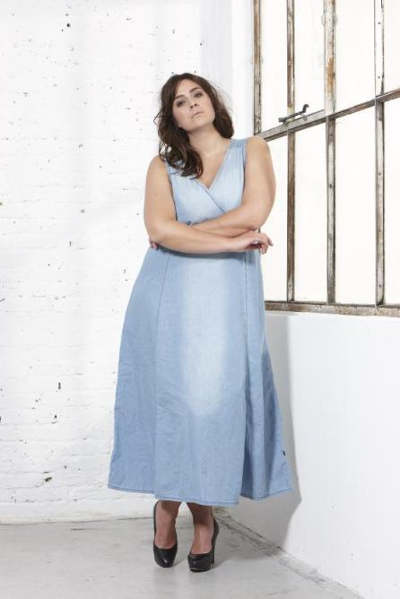 Sommerliches Jeanskleid aus der ADIA Spring Kollektion I Bild: ADIA