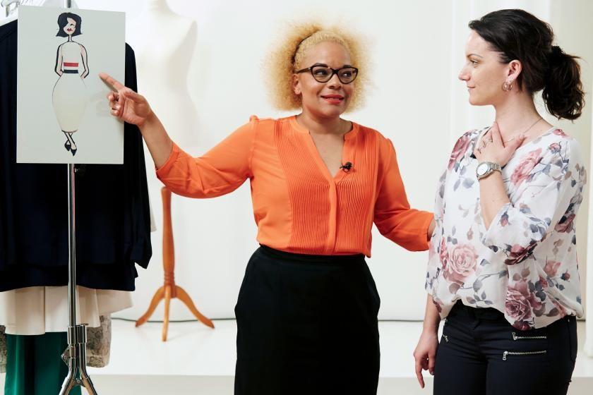 Modedesignerin und Stylistin Liz Akuéson im Beratungsgespräch I Bild: RTL2