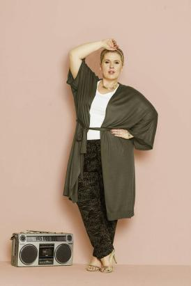 Lässig & Cool ... Cashuble in Khaki & Shirt-Hose I Modelle aus der Maite Kelly Kollektion