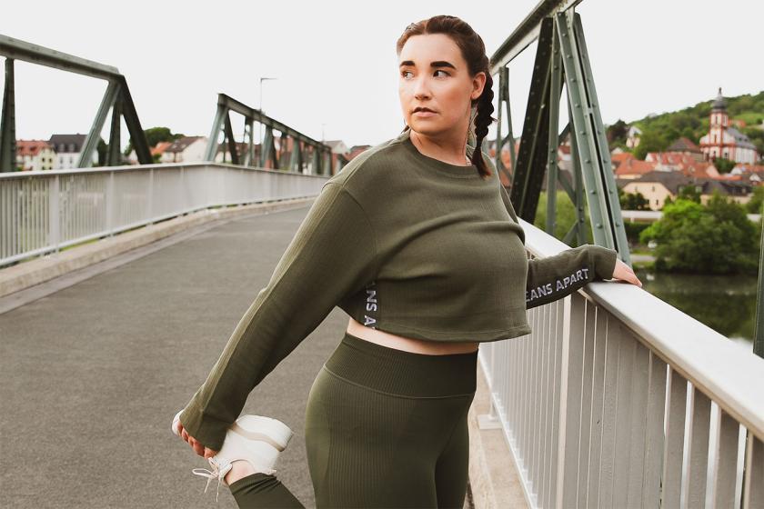 Tanja in einem Sport-Outfit für Curvys von OceansApart
