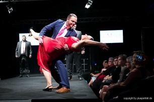 Ganz schön temperamentvoll die Zwei! Michael und zeigen eine kunstvolle Tanzfigur ????????