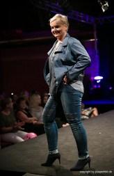 Lederjacke, Bluse und Jeans für Curvys