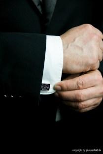 Manschettenknöpfe geben Aufschluss über den Mann im Anzugb II Cufflinks give details about the men wearing them