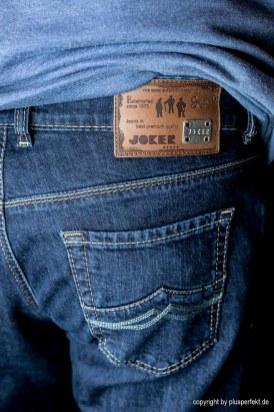 Perfekter Kontrast von Nähten zur Jeans