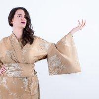 Japanische Ästhetik trifft europäische Eleganz: Seiden-Kimonos für Curvys