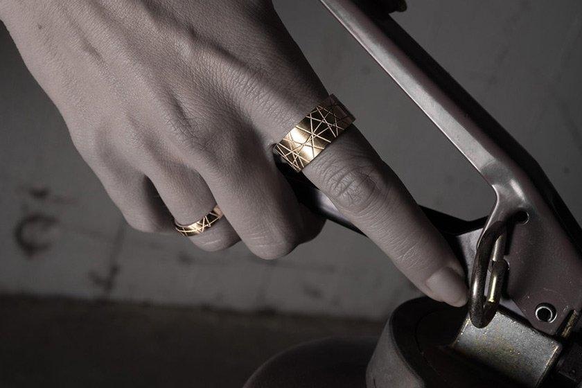 Elegante goldene Ringe   Credits: Tyler Pesek