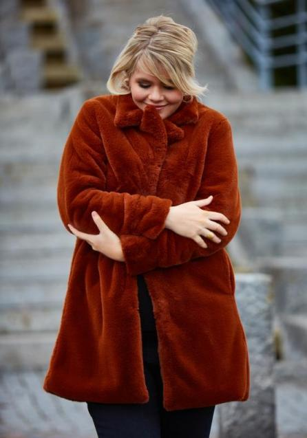 Fake-Fur Jacke für Curvys | Plus Size Fashion aus Dänemark | ZOEY Herbst-Winter