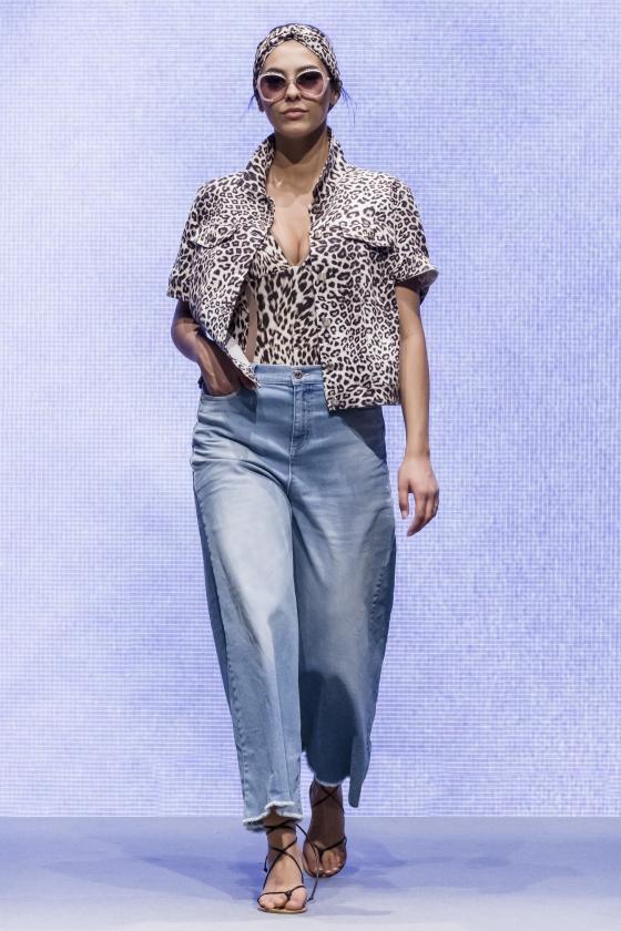 Lässig weit: Jeans für Curvys von Marina Rinaldi