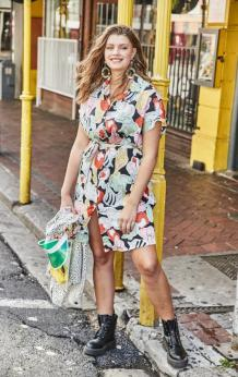 Kurzes Hemdblusenkleid mit sommerlichem Print