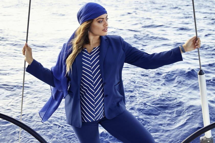 Zweiteiler in Blau mit gestreiftem Top | Ulla Popken