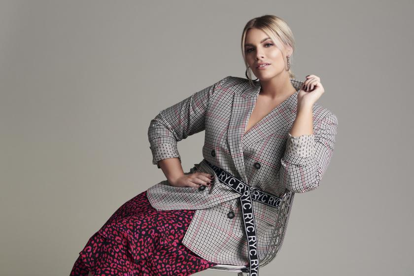 Blazer zum Wickelrock | Curvy-Kollektion von Angelina Kirsch