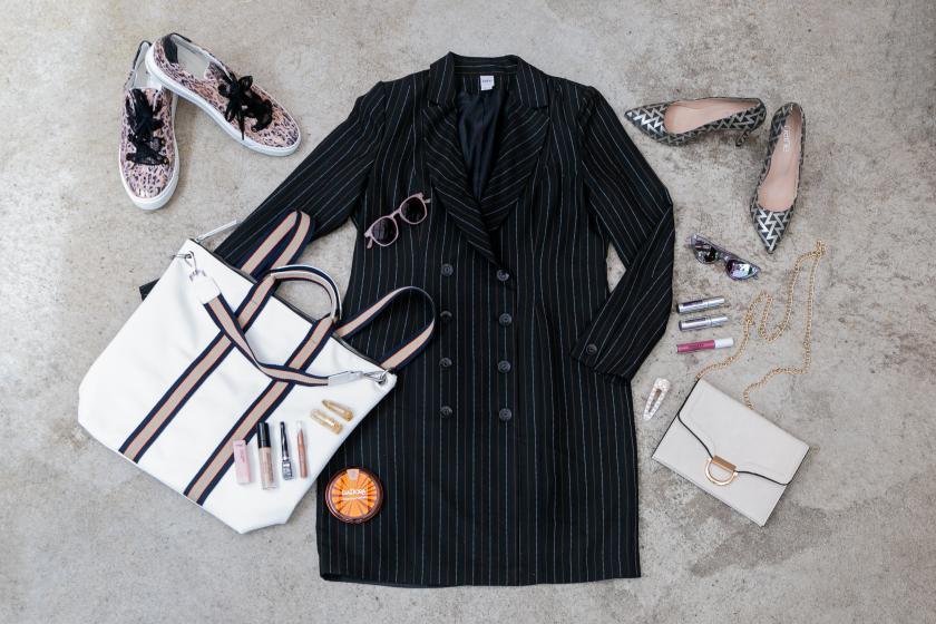 PlusPerfekt Mantelkleid gestreift Sneaker Tasche Pumps Stylebook Frühling Sommer 3 1