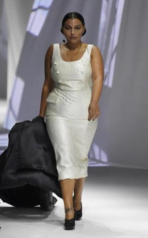 Hauteng in Weiß | Paloma Elsesser für Fendi