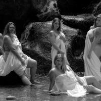 Frauen haben sich lange genug klein gemacht: Curvy Kalender macht Schluss mit falschen Körper-Idealen