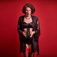 Von Curvy, Pin-up & Burlesque: Diese Frau versteht es Kurven in Szene zu setzen