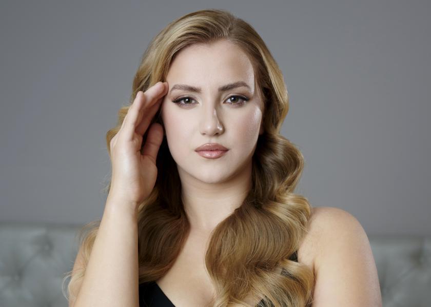Curvy Model Dascha Carrerio | Teilnehmerin bei GNTM - Germany's Next Topmodel | Credit: andmetics