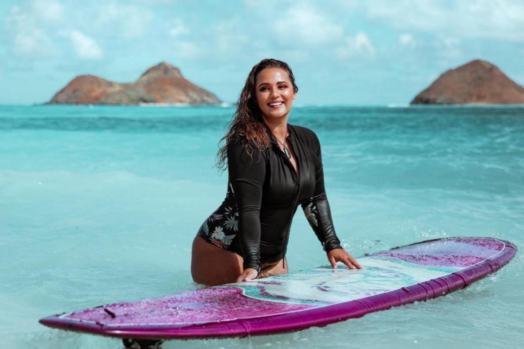 Curvy Surfer Girl Elizabeth Sneed | Credits: Elizabeth Sneed - Roalyver Lopez x Billabong