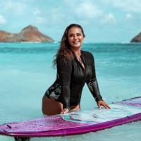 Rock The Wave: Wie Curvy Surfer Girl das Frauenbild im Surf-Sport neu prägt