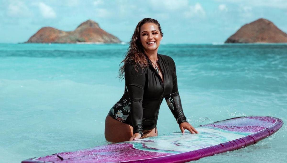 Curvy Surfer Girl Elizabeth Sneed   Credits: Elizabeth Sneed - Roalyver Lopez x Billabong