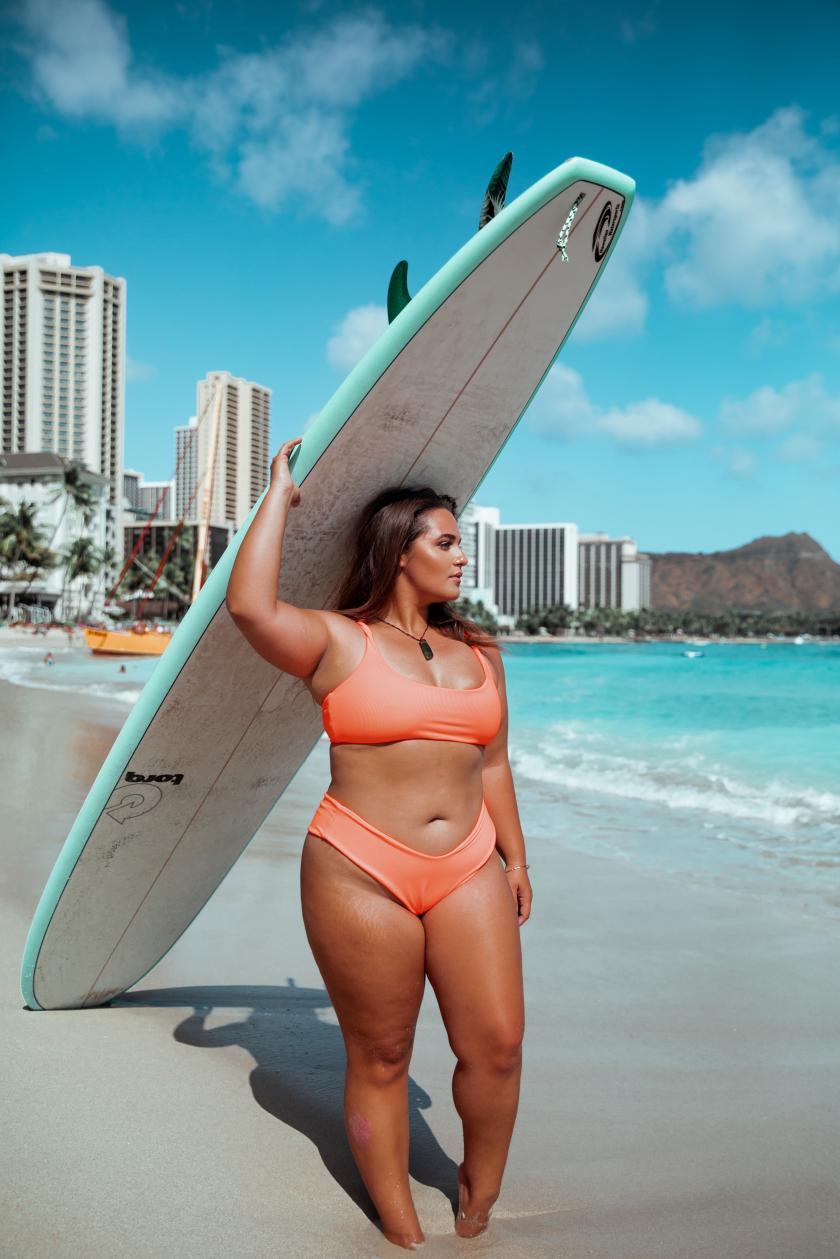 Curvy Surfer Girl Elizabeth Sneed   Credits: Elizabeth Sneed - Roalyver Lopez x Skatie Swim