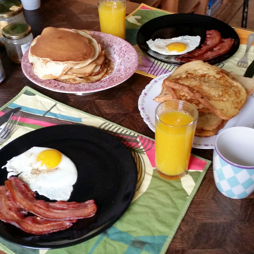 Last week we made an awesome breakfast witch eggs, bacon, French toast, American pancakes and fresh orange juice