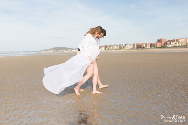 PAULINE-MEHDI-PHOTOGRAPHIE-SEANCE-GROSSESSE-SHOOTING-PARENTS-BEBE-CABOURG-PLAGE-MER-CALVADOS-NORMANDIE