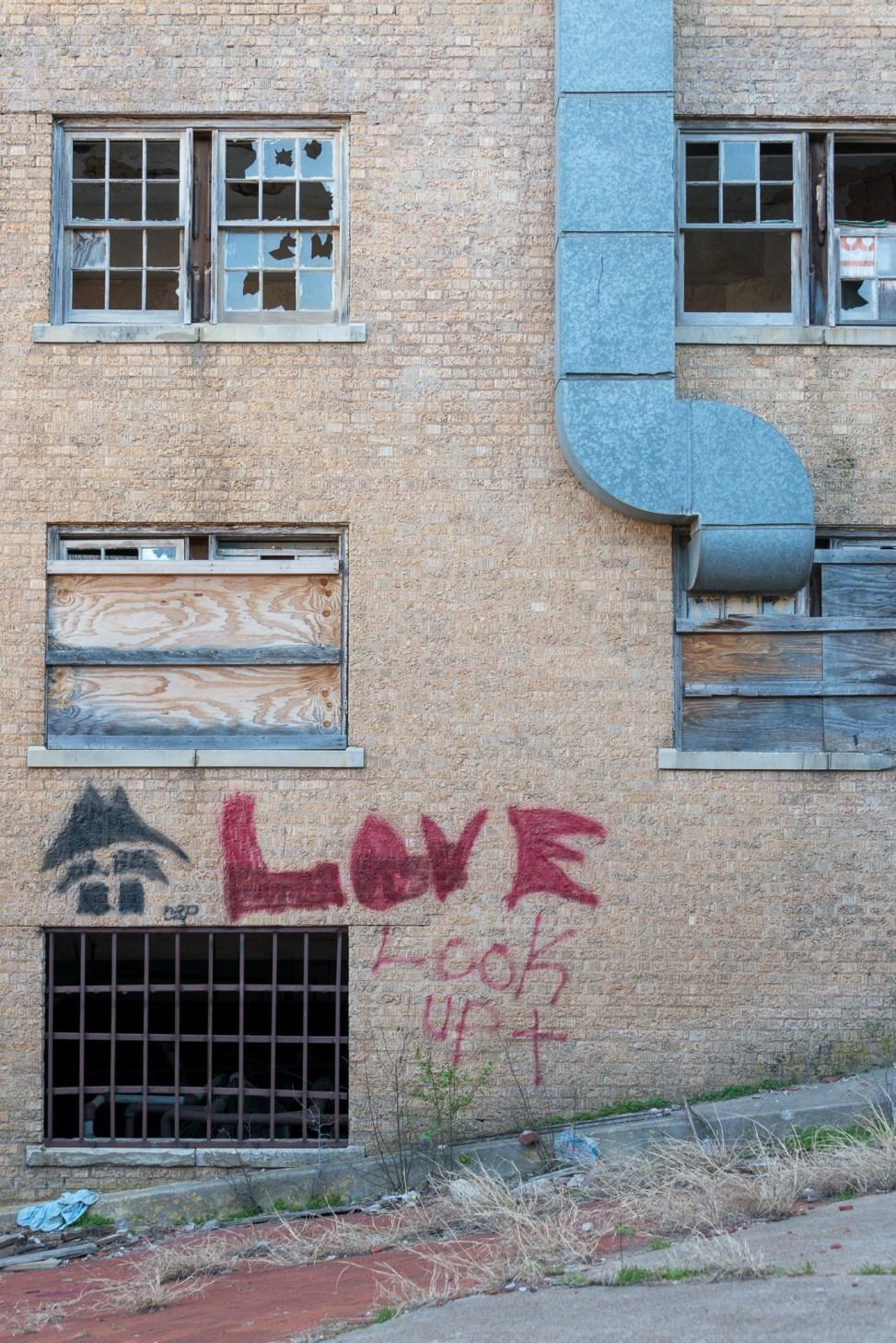 Love In The Alleyway
