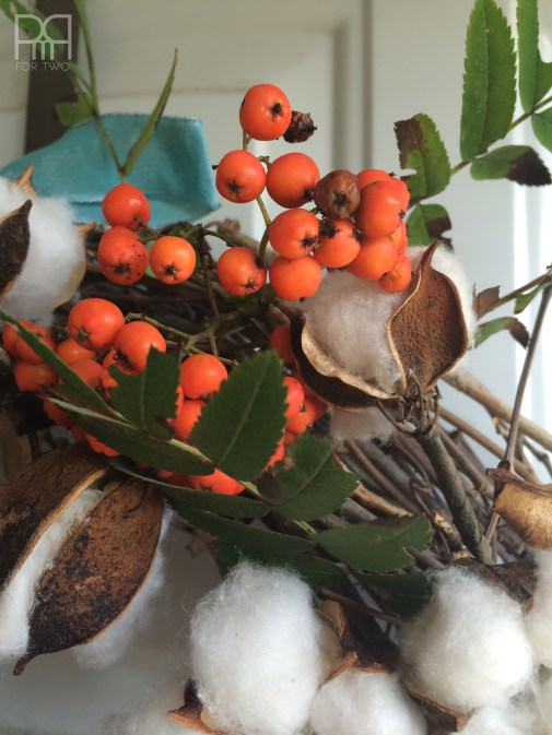 cotton bud fall wreath with berries