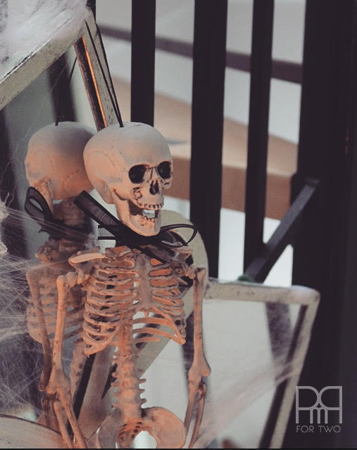 halloween entryway decor skeleton