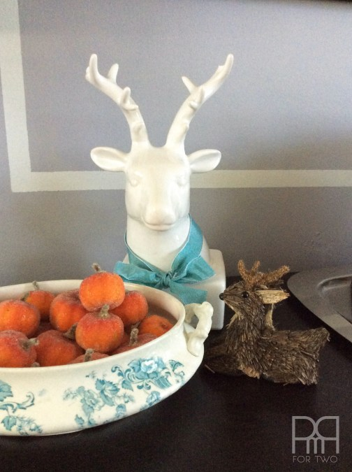thanksgiving table decor with deer