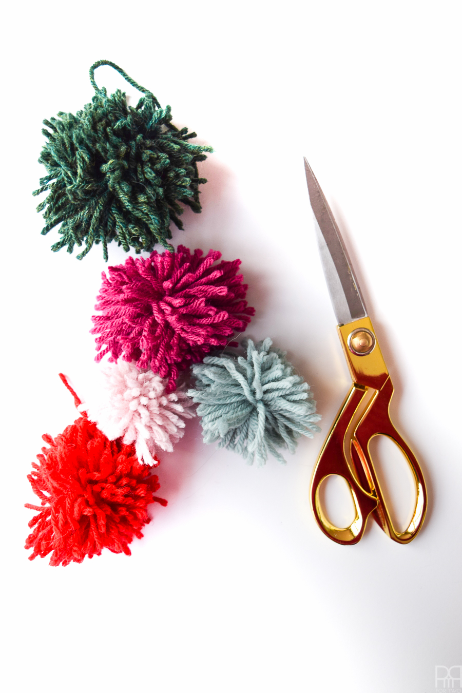diy-pom-poms-and-tassels-12