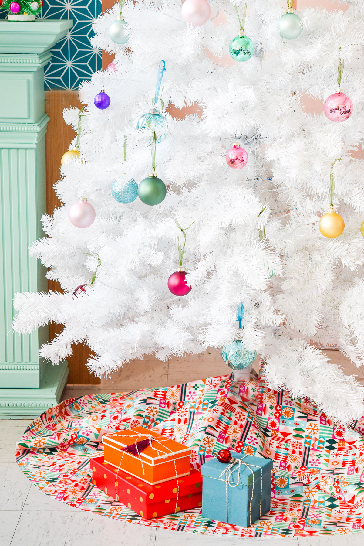Have you ever wondered how to sew a Christmas tree skirt? It's super easy. This tutorial is for you, if you're not impressed with the what's in stores. All you need is 2yrds of velvet fabric from Spoonflower. #christmastreeskirt #treeskirt