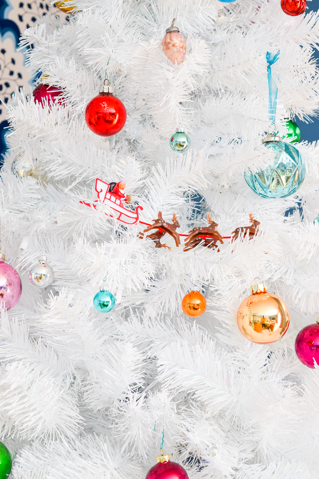 I've got the tree up, the ornaments out, and am showing an odd amount of restraint this year when it comes to accessorizing. Come check out my Retro & Colourful Christmas Living Room! #christmastour #christmasdecor #colourfulchristmas