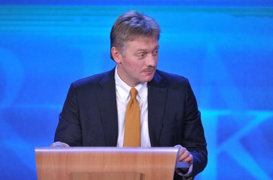 Россия не отгораживается ни от кого в Интернете, заявил Песков