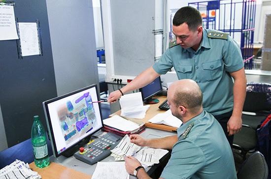 Таможенникам могут дать право проверять грузовики по всей России