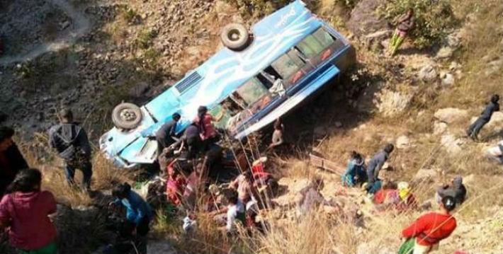 दाङमा बस दुर्घटना: एकको मृत्यु, ३१ घाइते