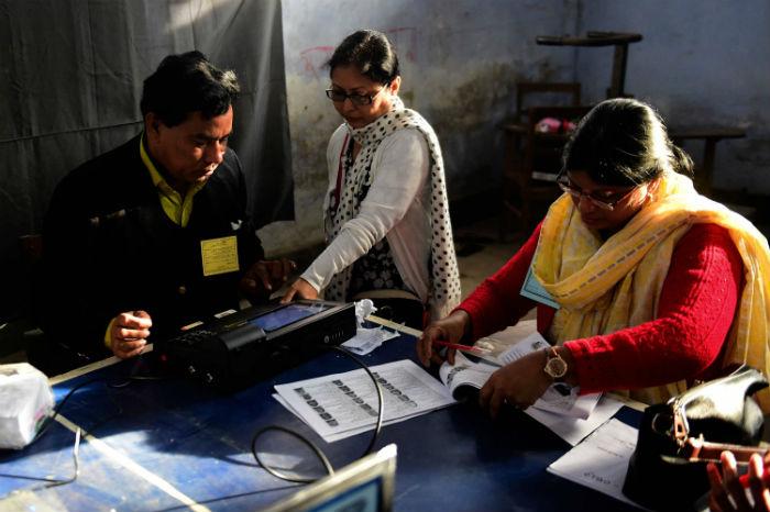 मतदानकै दिन बङ्गलादेशमा दुईको मृत्यु , बिहान आठ बजेदेखि मतदान सुरु