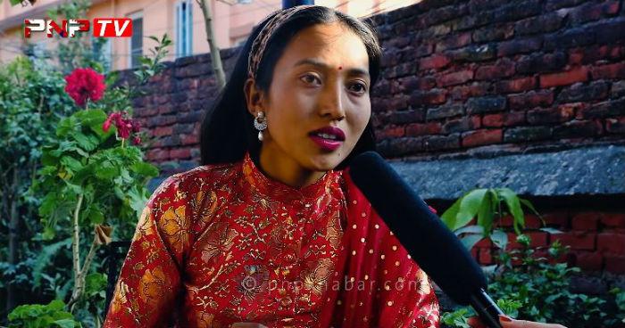 १२ वर्षमै विवाह बन्धनमा बाधिएकी  गायिका मिडियामा भाइरल,भन्छिन, 'पढ्न रहर हुँदा हुँदै पढ्न पाइन' [हेर्नुहोस भिडियो सहित्]
