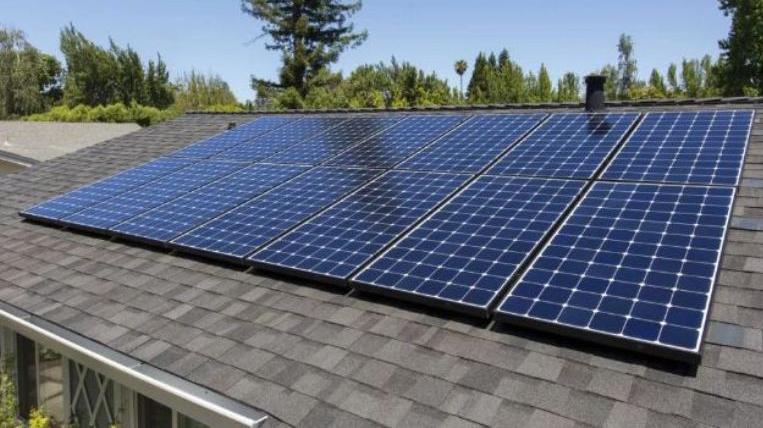 तीन सय दलित परिवारलाई सौर्य उपकरण वितरण