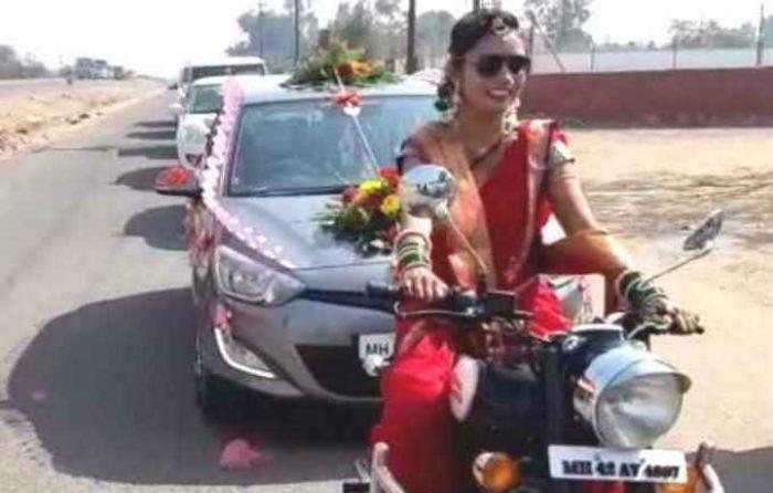 अनाैठाे विवाह : जहाँ दुलही बुलेट मोटरसाइकल चलाएर जन्तीसहित दुलाहा लिन पुगिन्